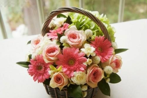 Cách cắm hoa lẵng cho đám cưới thêm phần lãng mạn